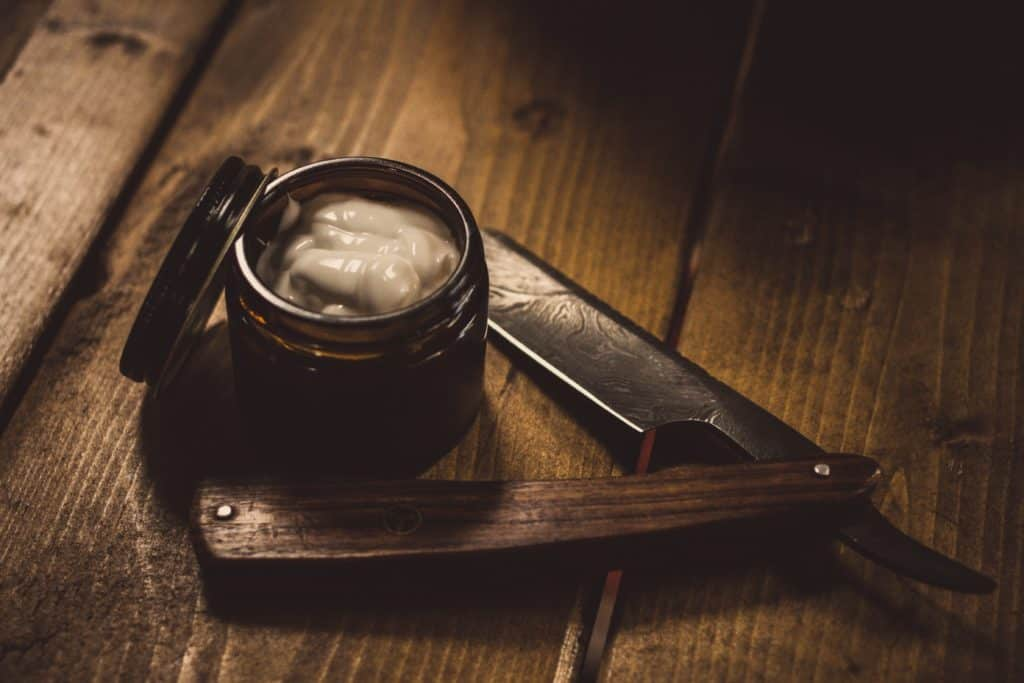 straight razor with wooden handle